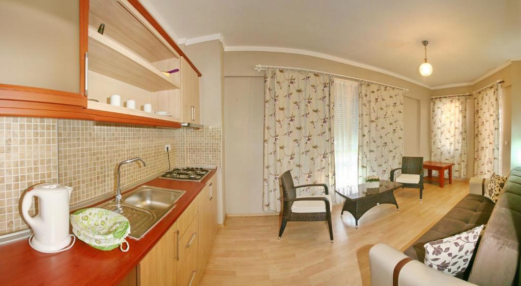 Кухня или мини-кухня в Bella Bravo Suit Hotel