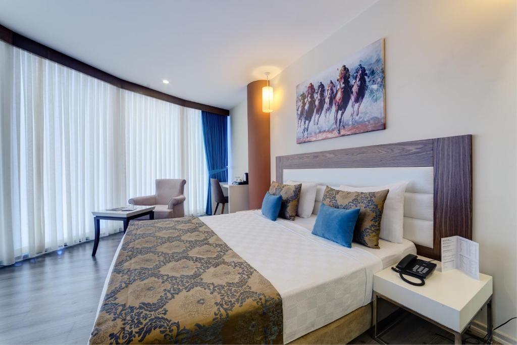 غرفة في فندق فوروم سويت