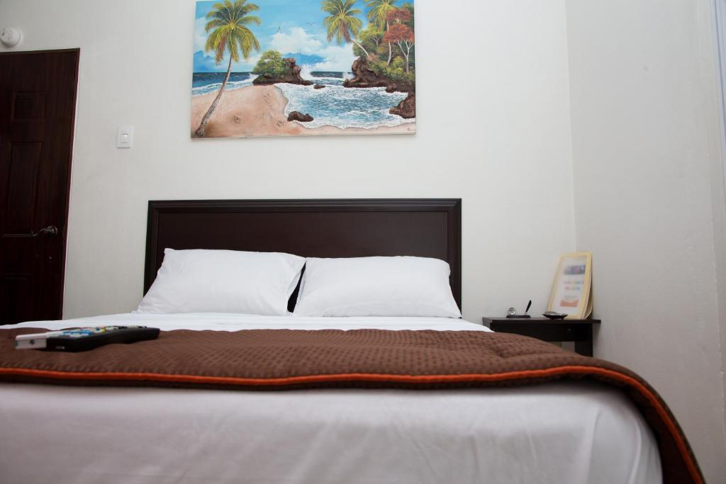 A bed or beds in a room at Stayinn Trinidad
