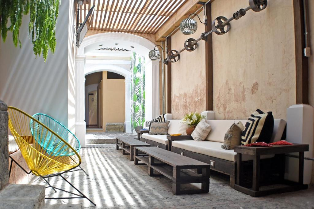 A seating area at Cucuruchos Boutique Hostel