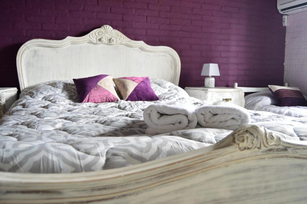 A bed or beds in a room at El Viajero Brava Beach Hostel & Suites
