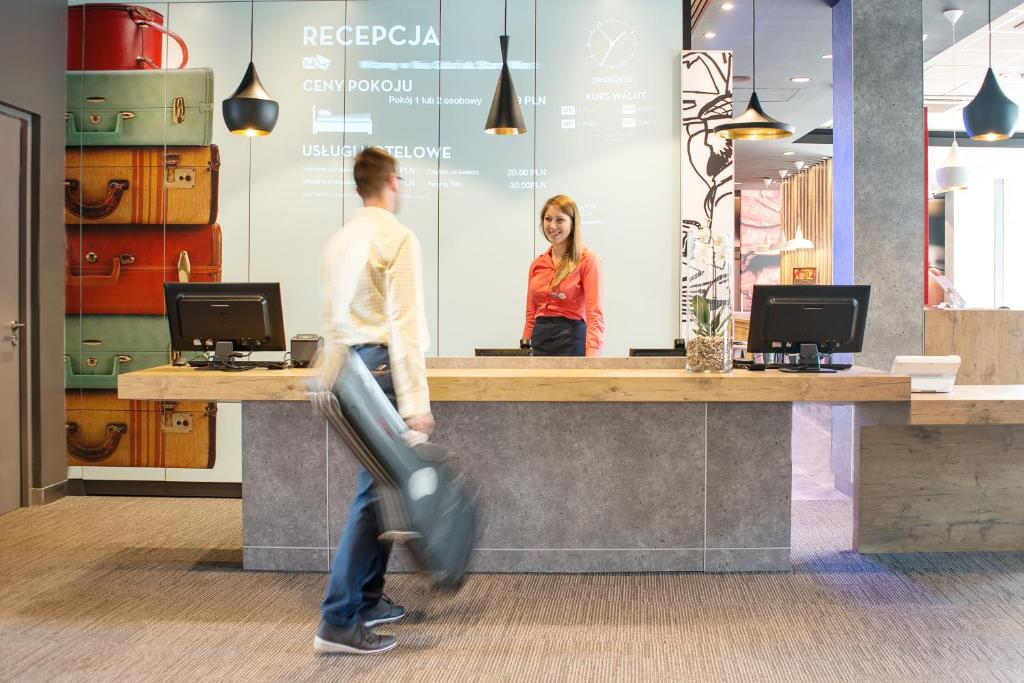 The lobby or reception area at Ibis Gdansk Stare Miasto