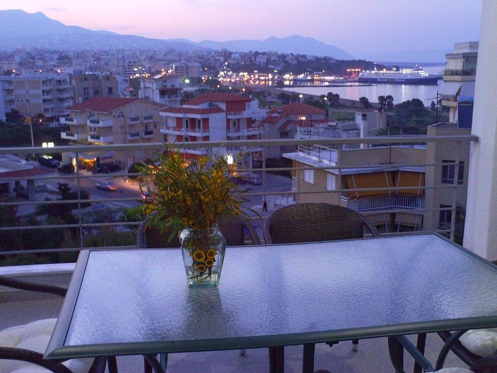 Балкон или терраса в Rafina Port Paradise