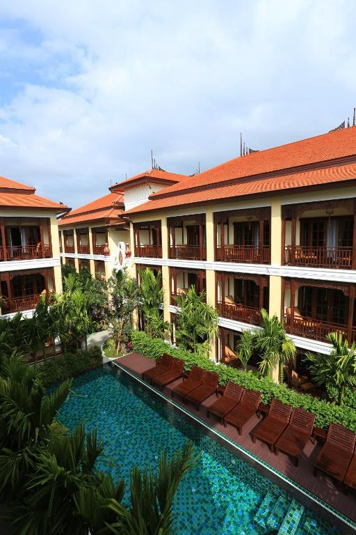 A garden outside Viangluang Resort