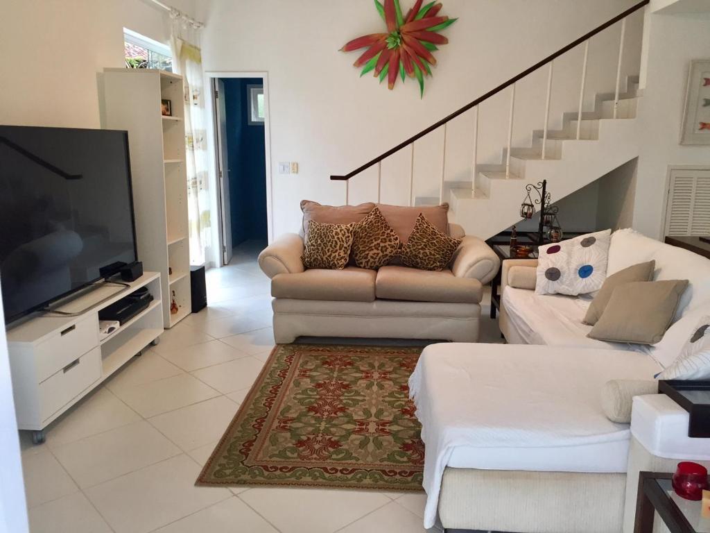 The lounge or bar area at Casa de Angra dos Reis