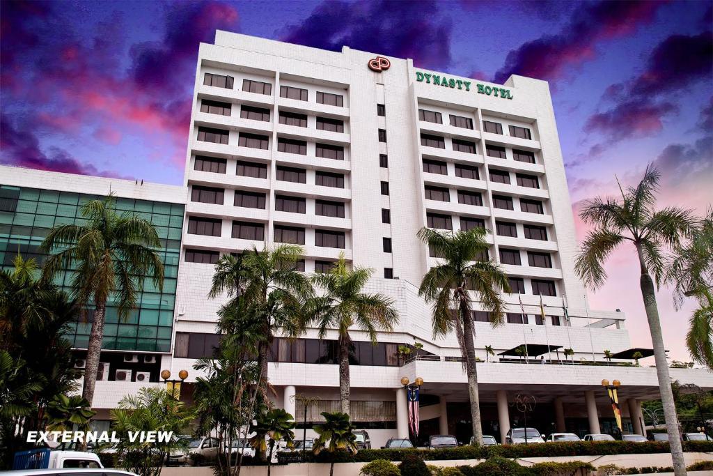 Bangunan di mana terletaknya hotel Dynasty Hotel Miri | Dari RM135 Semalam