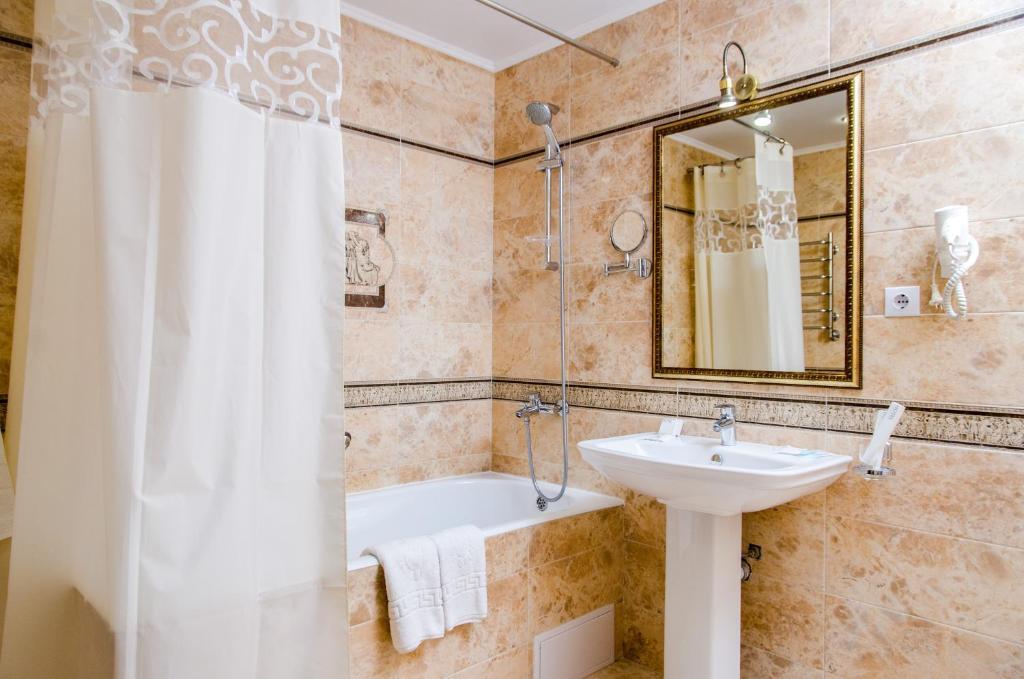 A bathroom at Liberty Fly Hotel