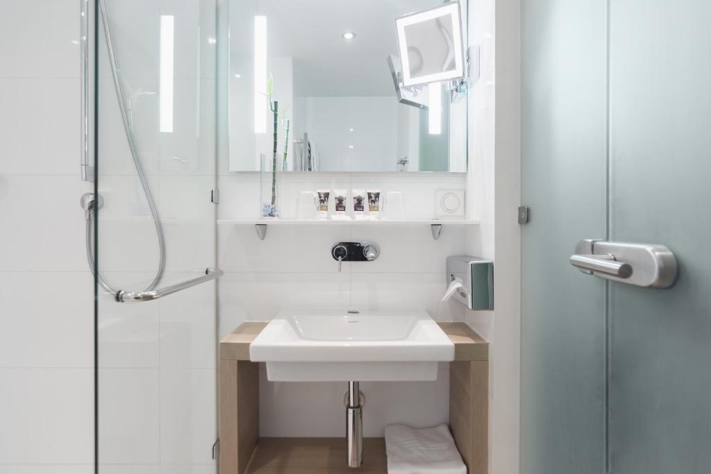 Ванная комната в Отель MERCURE Роза Хутор