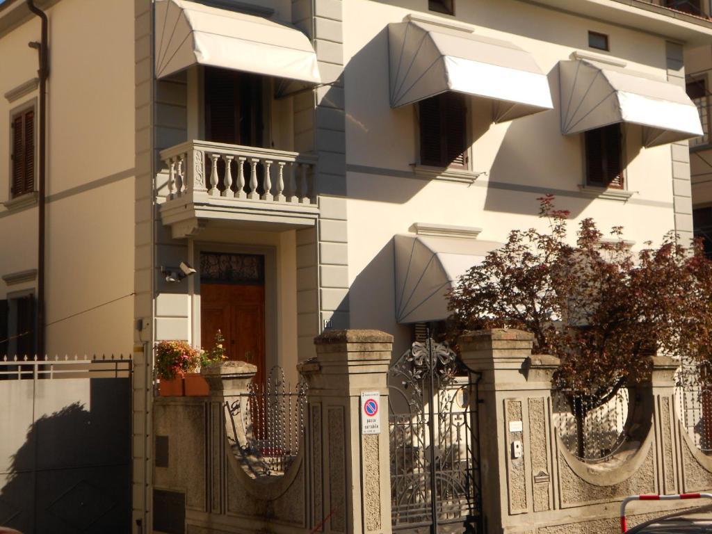 Facade o entrance ng Tarussio