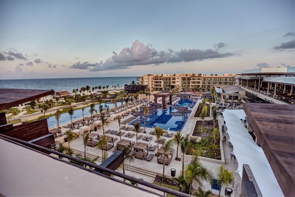 Royalton Riviera Cancun Resort & Spa - All Inclusive, Puerto ...