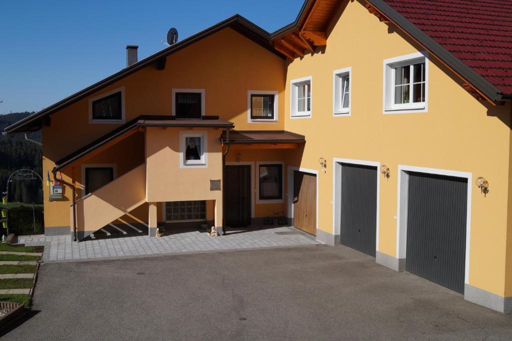 Eine Fassade oder ein Eingang zu Ferienwohnung Höbart