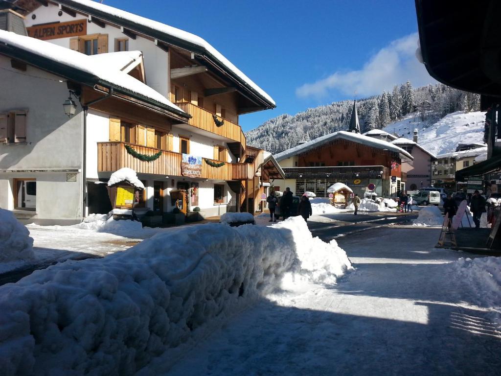 L'établissement Loc'Hotel Alpen Sports en hiver