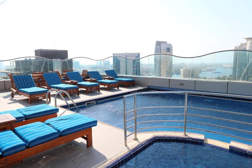 اقرب فندق للقرية العالمية في دبي