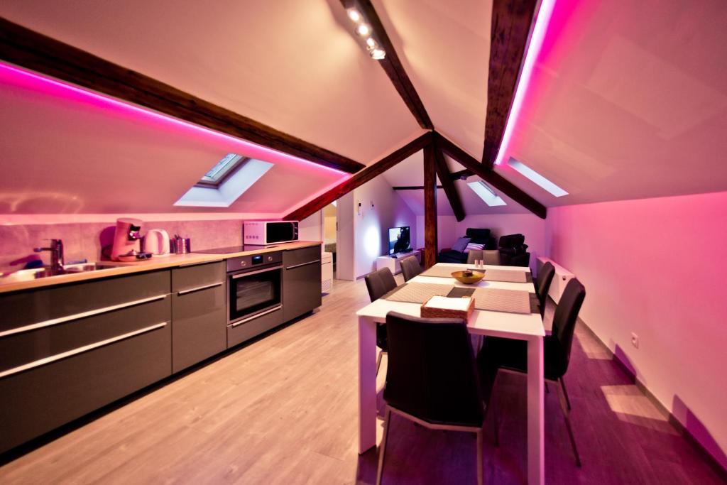 A restaurant or other place to eat at Les Suites de Nanesse