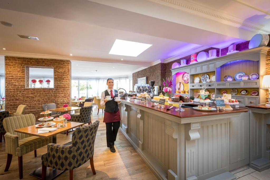 A restaurant or other place to eat at Springhill Court Hotel & Leisure Club Kilkenny