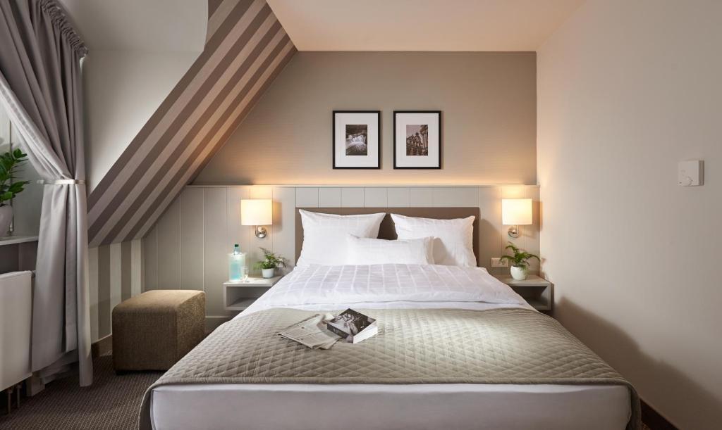 Ein Zimmer in der Unterkunft Sachsenpark-Hotel