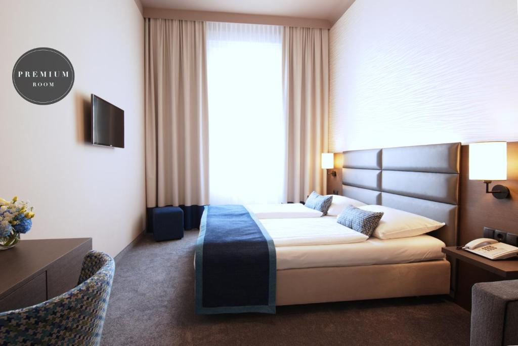 A bed or beds in a room at Drei Kronen Hotel Wien City