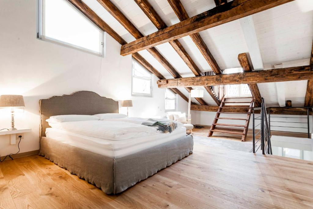 A bed or beds in a room at Laubenhaus