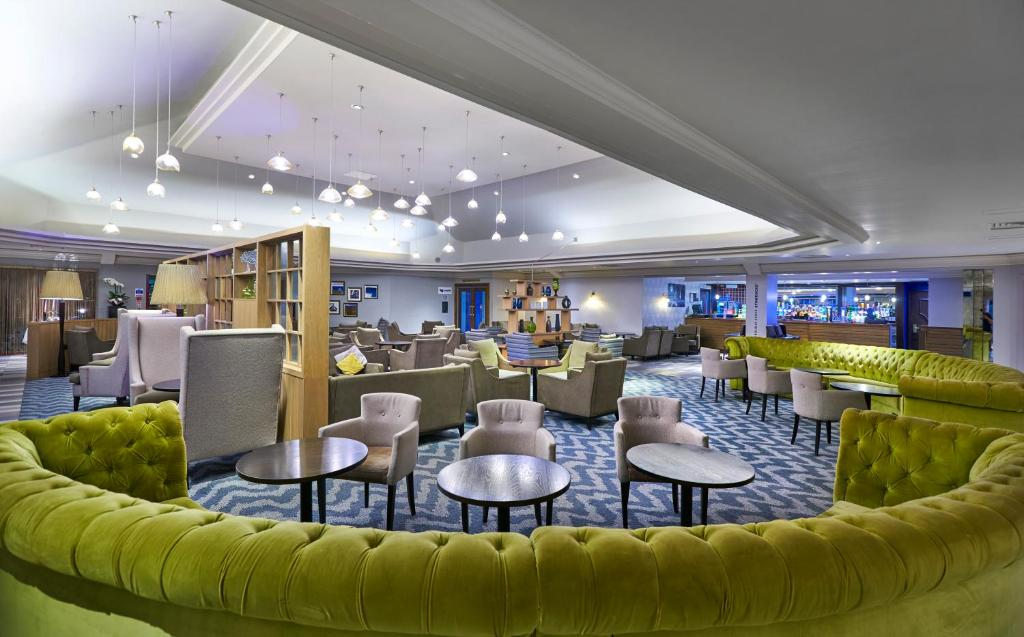 A restaurant or other place to eat at DoubleTree by Hilton Bristol North