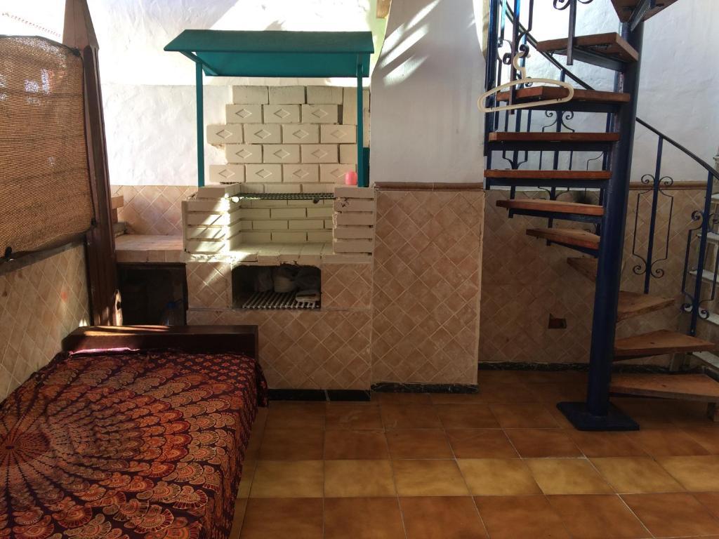 Equipamiento para hacer parrilladas disponible en el hostel