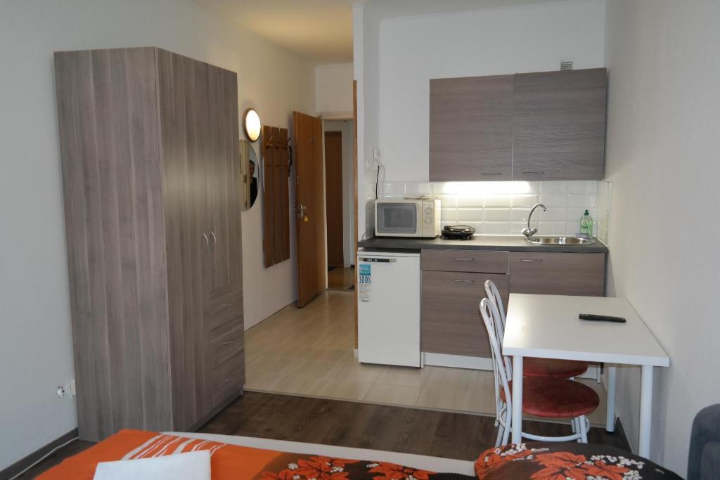 Küche/Küchenzeile in der Unterkunft West City Apartments