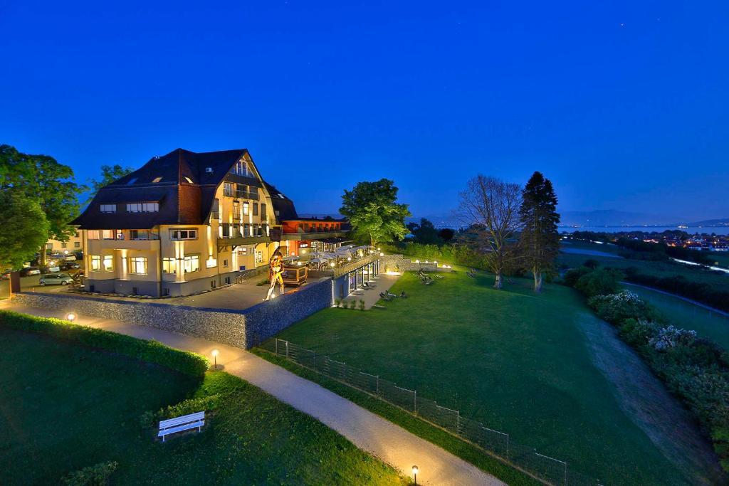 A garden outside Bodensee-Hotel Sonnenhof