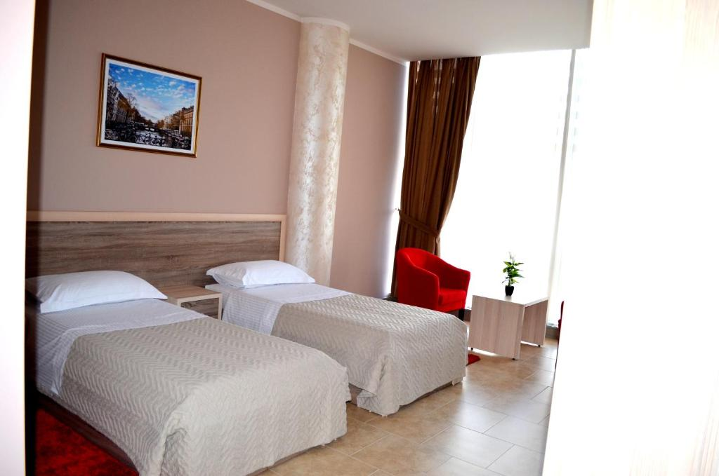 A bed or beds in a room at Hotel Terminal Tirana