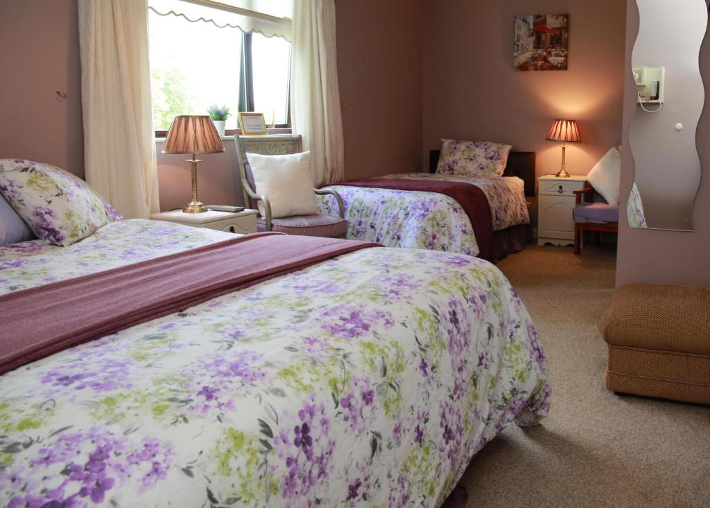 A bed or beds in a room at Grangeview House B&B