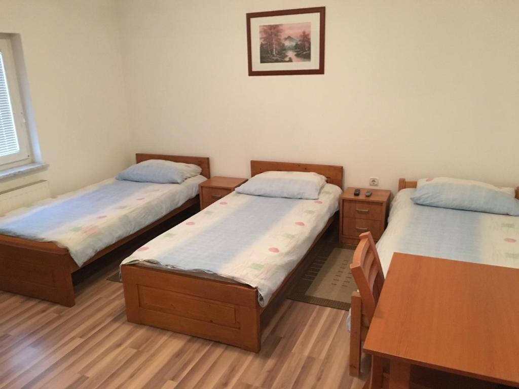 Letto o letti in una camera di Rooms Dujlović