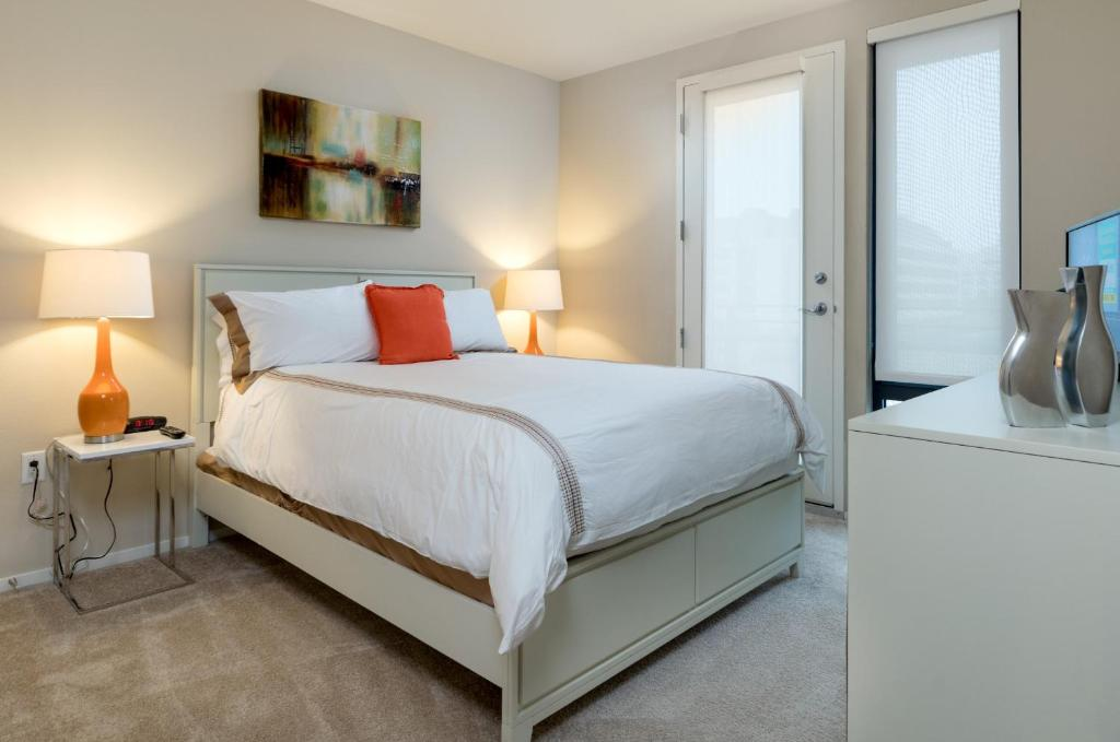 Global Luxury Suites at China Basin
