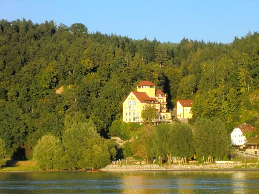 Single lokale in feldkirchen an der donau, Pndorf dating berry