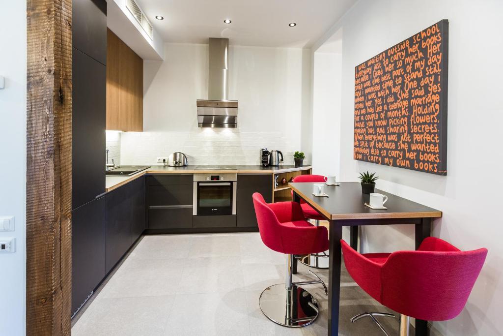 A kitchen or kitchenette at Riga Lux Apartments - Skolas