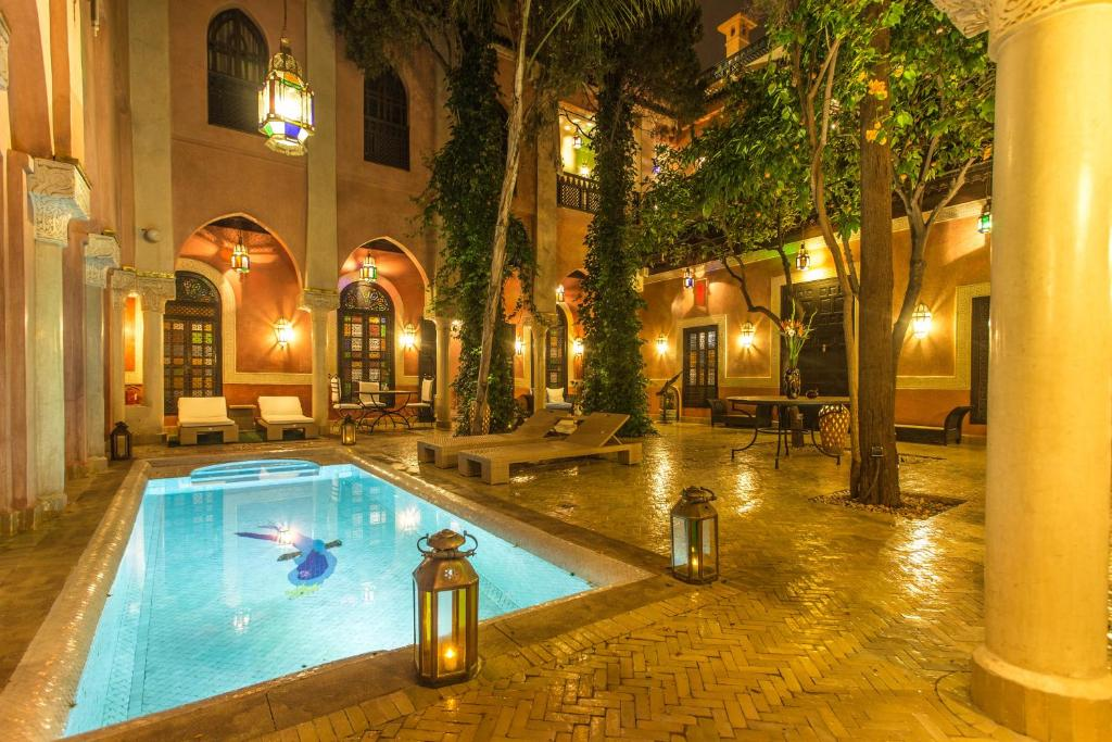 The swimming pool at or near Riad Le Perroquet Bleu Suites & Spa
