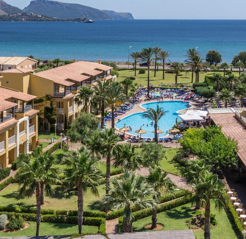 A view of the pool at Club del Sol Aparthotel or nearby