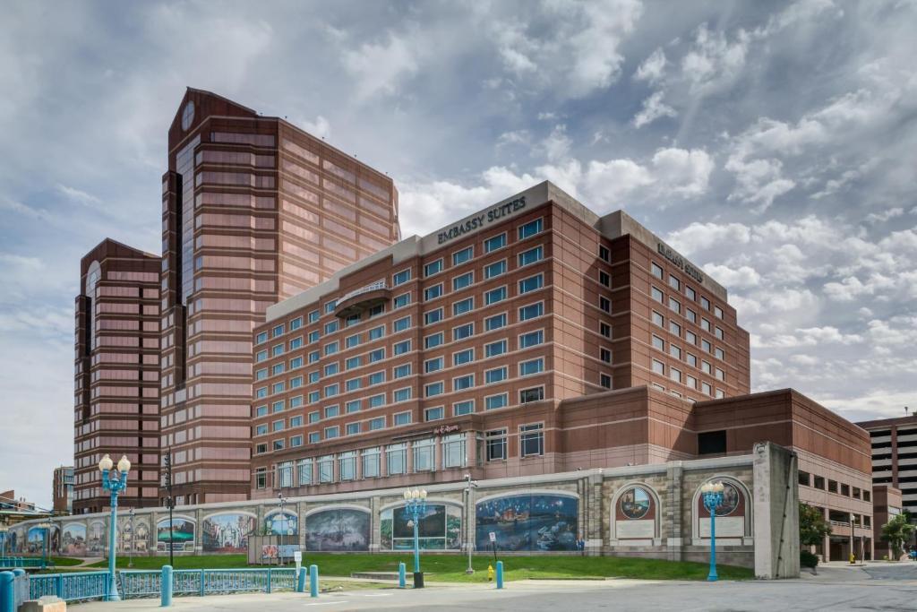 hotels near covington ky