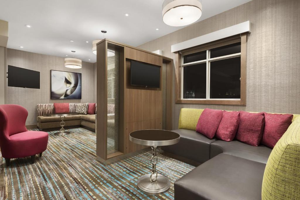 A seating area at Residence Inn by Marriott St. Paul Woodbury