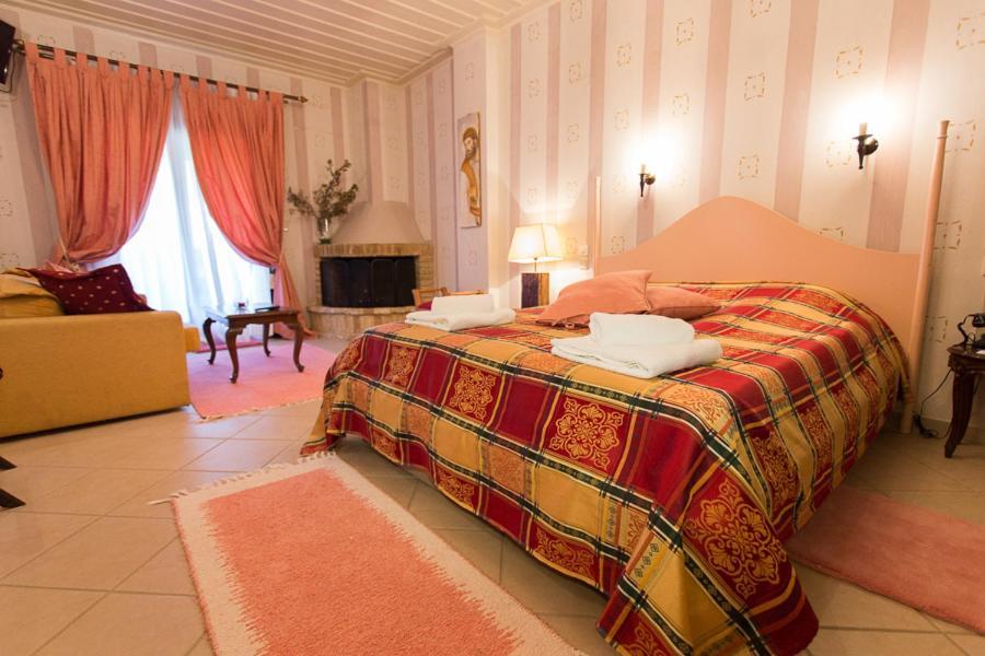 Ένα ή περισσότερα κρεβάτια σε δωμάτιο στο Hotel Melampous