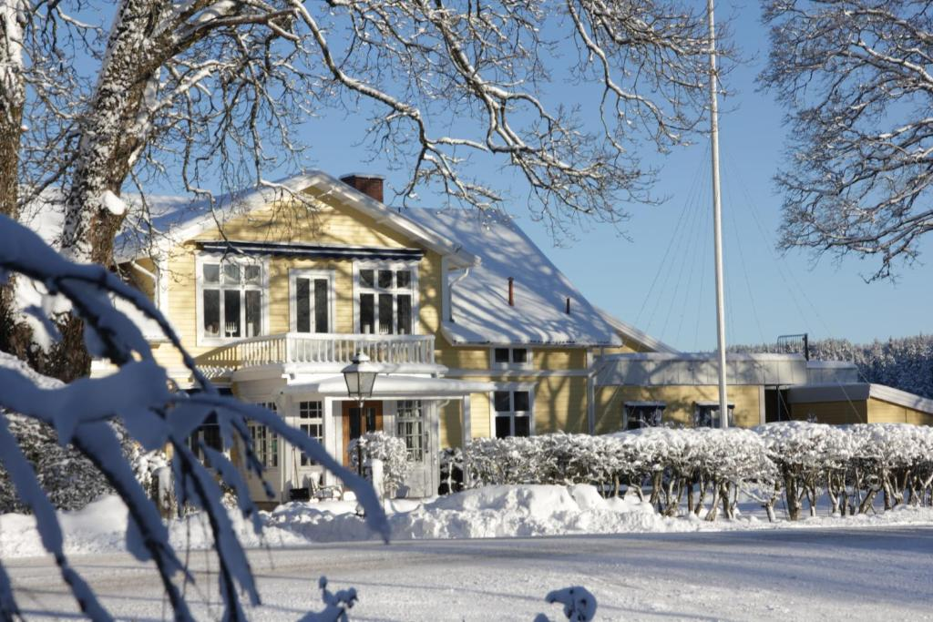 Hestraviken Hotell & Restaurang during the winter