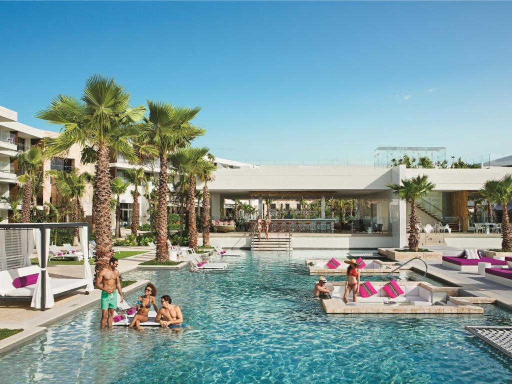 Piscina en o cerca de Breathless Riviera Cancun Resort & Spa - All Inclusive Adults Only