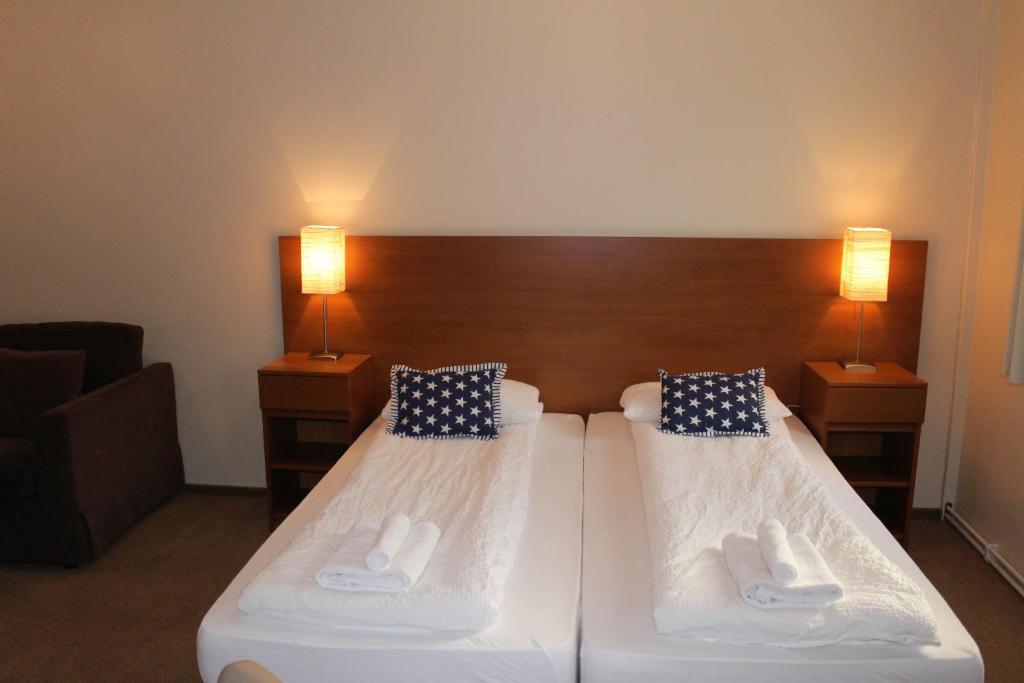 歡迎公寓房間的床