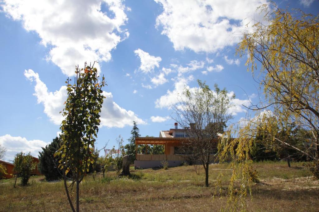 A garden outside Köy Evi Country House