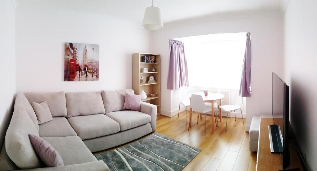 A seating area at Swakeleys Apartment