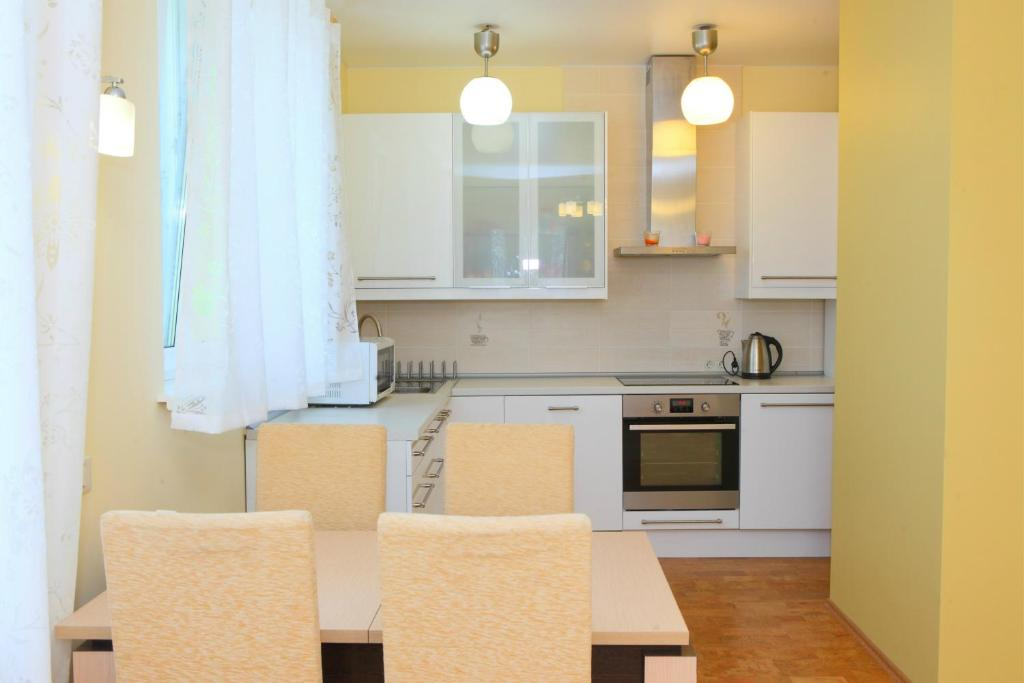 A kitchen or kitchenette at MS Apartments Khimki on Leninsky Prospekt