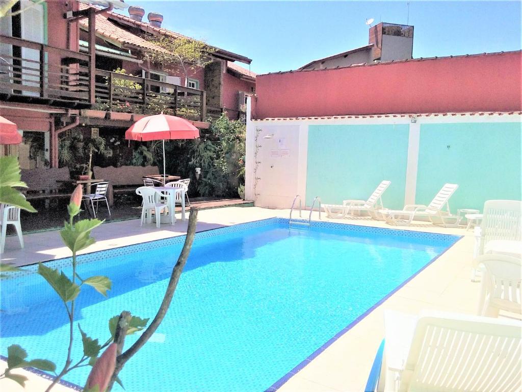 A piscina localizada em Pousada Irashai ou nos arredores
