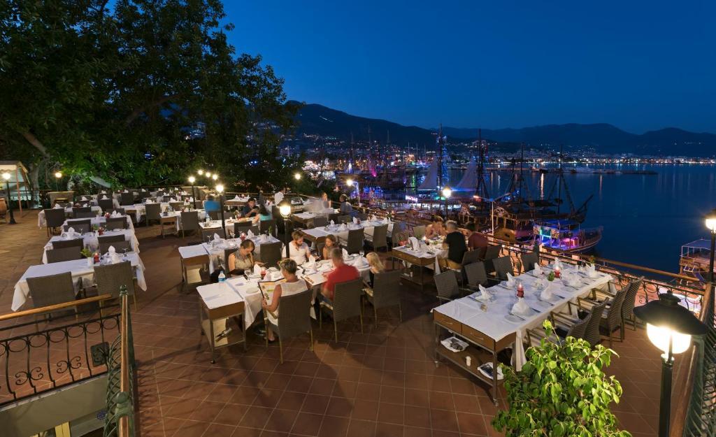 Ресторан / где поесть в Hotel Kaptan