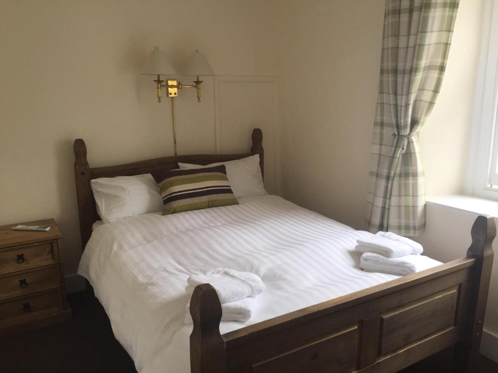A bed or beds in a room at The Globe Inn