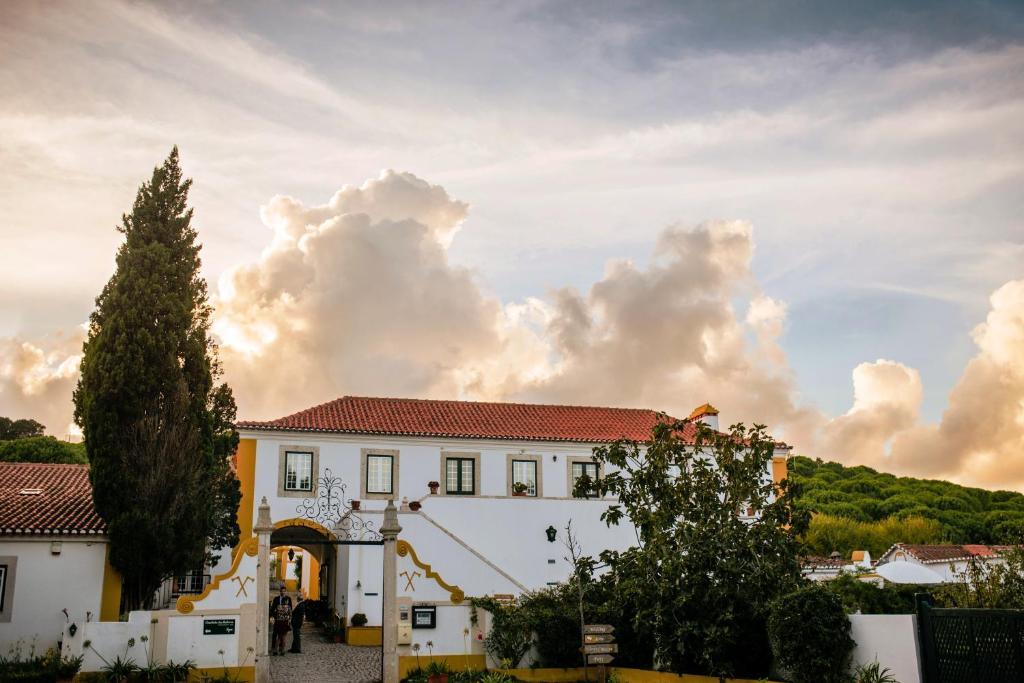 Het gebouw waarin the country house zich bevindt
