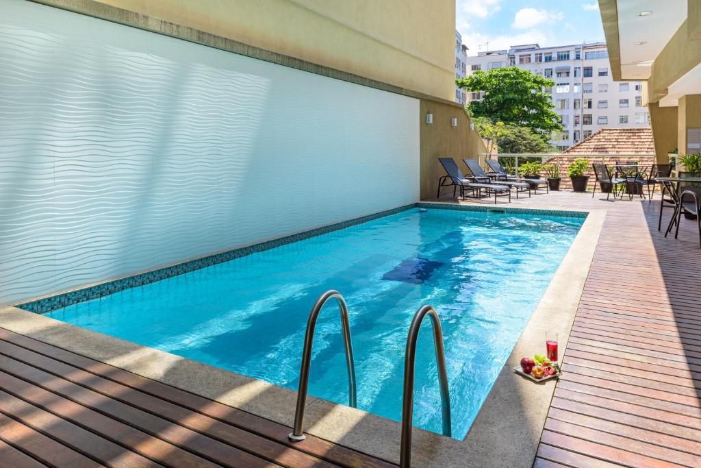 The swimming pool at or near Mercure Rio de Janeiro Ipanema