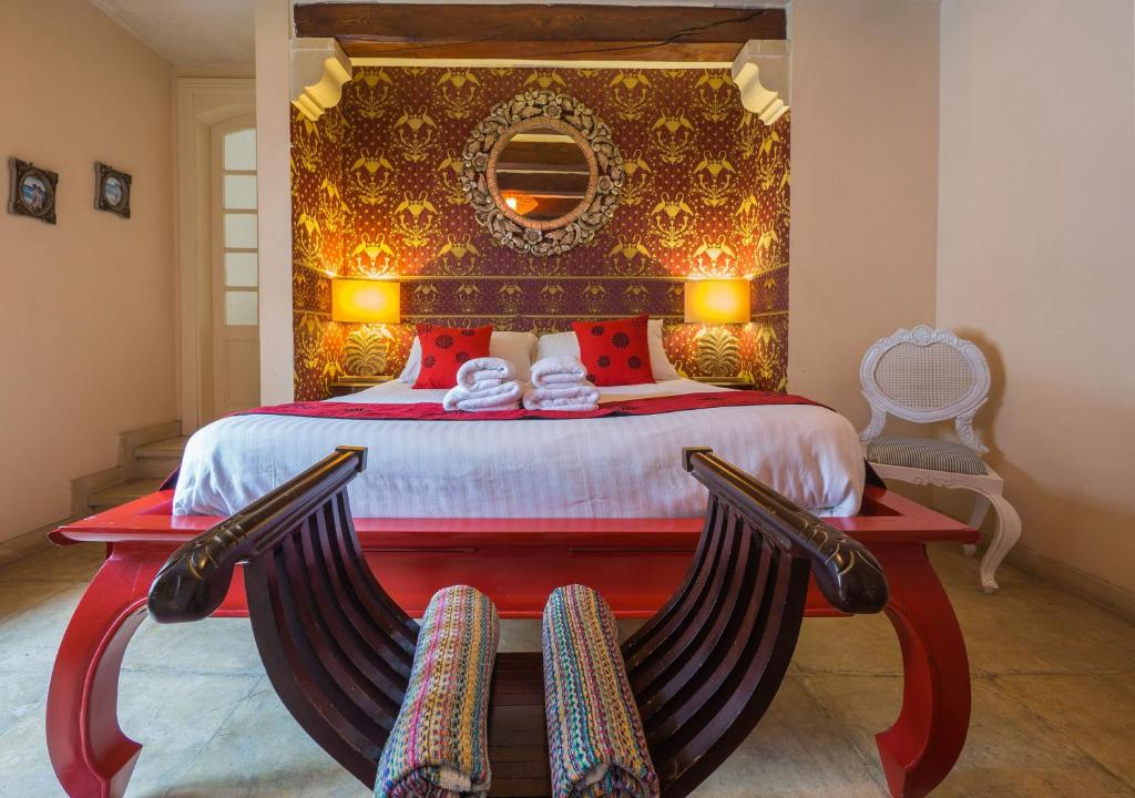 A bed or beds in a room at Chapel 5 Palazzo Suites B&B