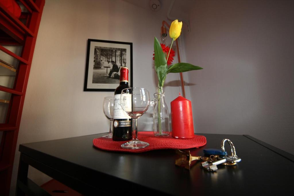Drinks at Le rouge et le noir à Opera